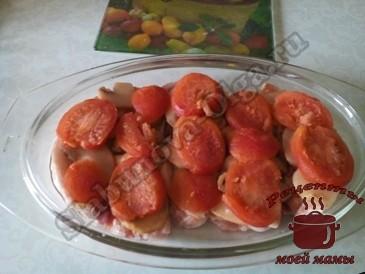Мясо-под-шубой-с-грибам-и-помиидорами