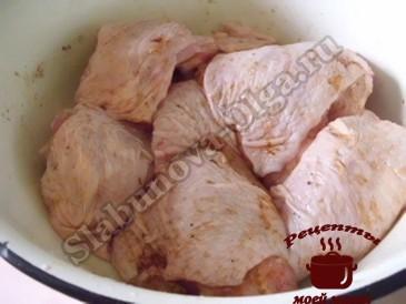 Куриные бедрышки в соусе