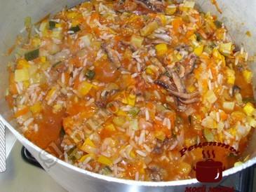 Кабачки с рисом и консервой