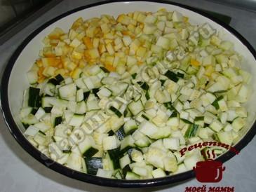 Кабачки с рисом, режем кабачки
