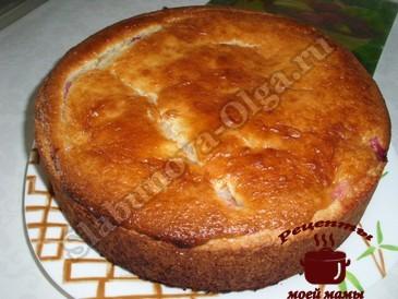 Пирог со сливами готов