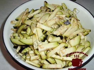 Салат из баклажанов, режем