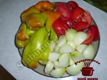 Салат на зиму из овощей, режем овощи