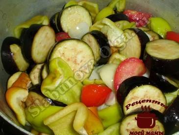 Салат на зиму из овощей, тушим