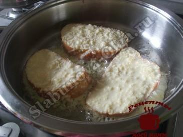Сырные гренки, жарим