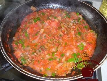 Баклажаны в томате, готовим соус