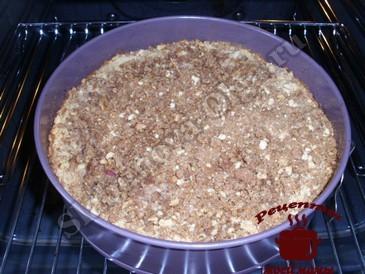 Яблочный пирог с корицей, выпекаем