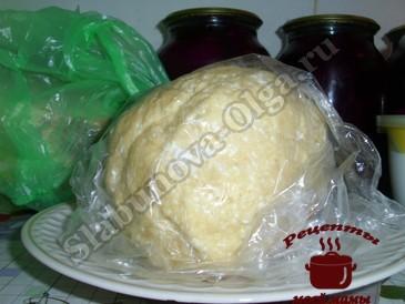 Творожное печенье с яблоками, тесто готово