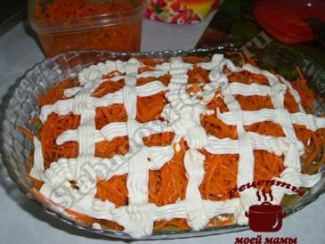 Салат с копченой курицей и корейской морковью, морковь