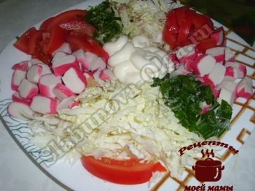 Салат с пекинской капустой, помидорами