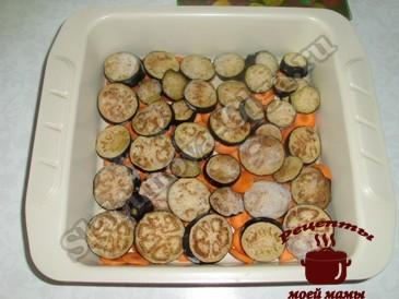 Минтай в духовке, выкладываем овощи
