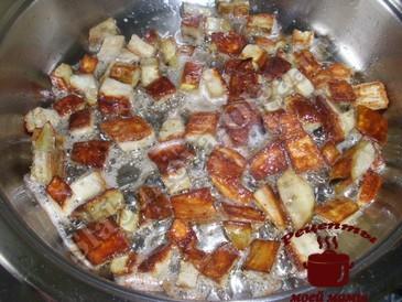 Баклажаны с грибами , жарим