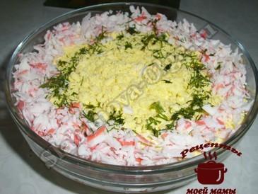 Простой салат с крабовыми палочками1