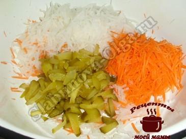 Салат из редьки, подготавливаем овощи