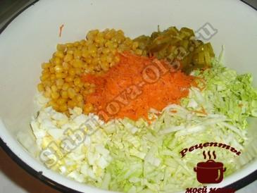 Салат с пекинской капустой, измельчаем овощи