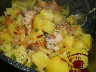 Тушеный картофель с копченой курицей