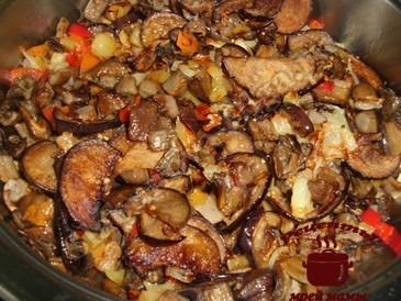 Жареные грибы с овощами