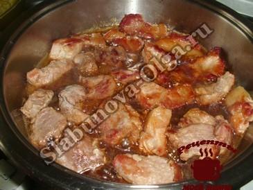 Мясо с грибами жарим