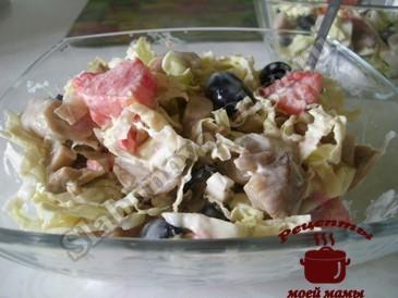 Салат с пекинской капустой готов