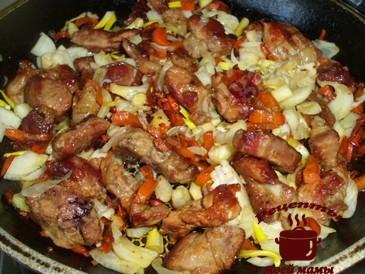 Жареное мясо с кунжутом