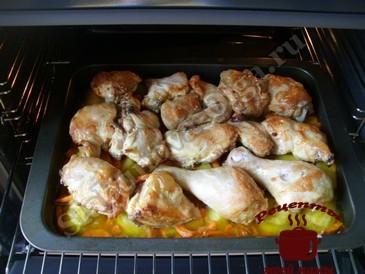 Курица в духовке, запекаем