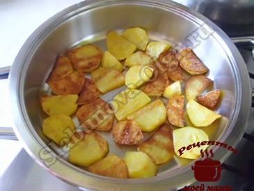 Рыба под соусом, жарим картофель