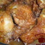 Курица в соусе с луком