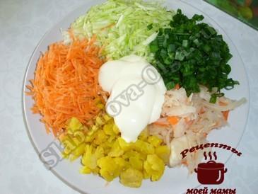 Салат из капусты, подготавливаем овощи