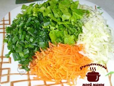 Салат из капусты, режем овощи