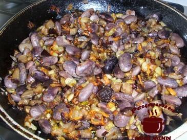 Жареные баклажаны, добавляем фасоль
