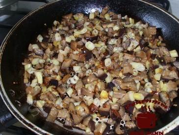 Жареные баклажаны с фасолью