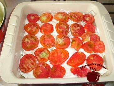 Кабачки с сыром, кладем помидоры