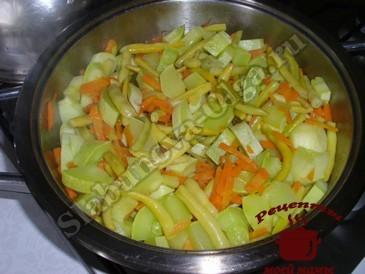 Рагу из кабачков, тушим овощи