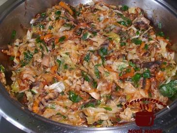 Щи из свежей капусты, жарим овощи