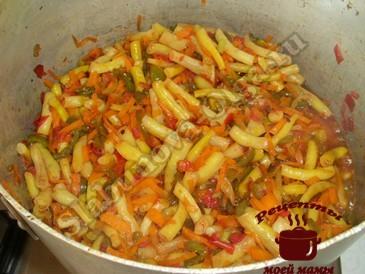 Салат на зиму, тушим овощи