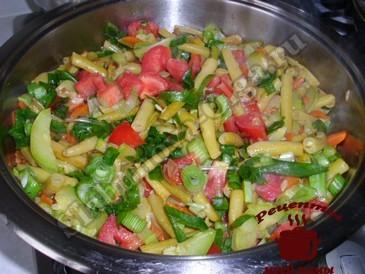 Спаржевая фасоль, добавляем зелень