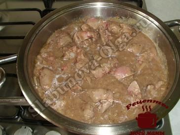 Куриная печень, добавляем соус