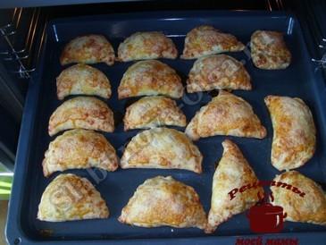 Пирожки с яблоками, запекаем