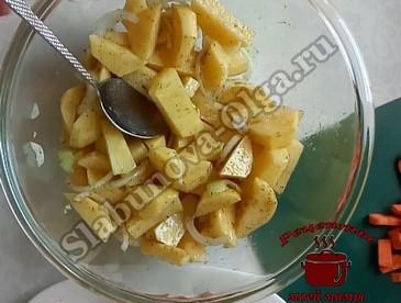 Карп в духовке, подготавливаем картофель