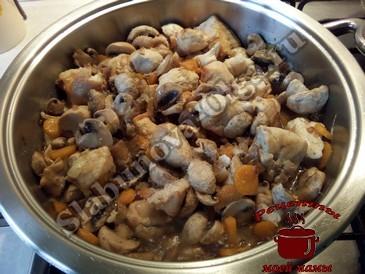 Куриная грудка, добавляем грибы